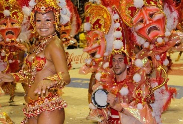 Зажигательный праздник карнавал в Аргентине