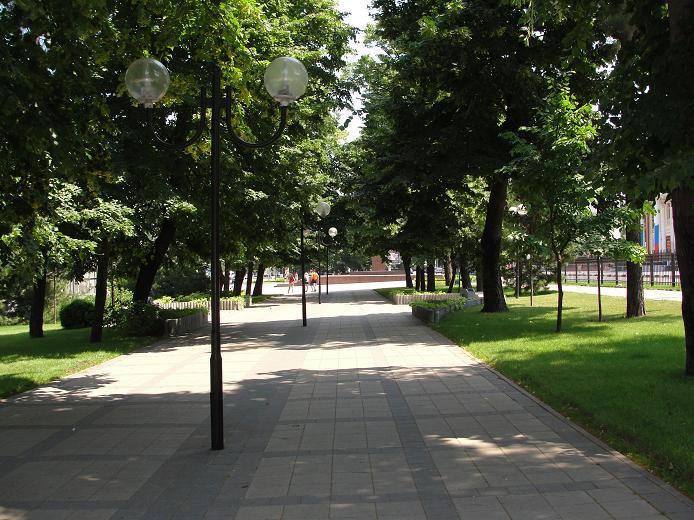 Зеленый тенистый сквер