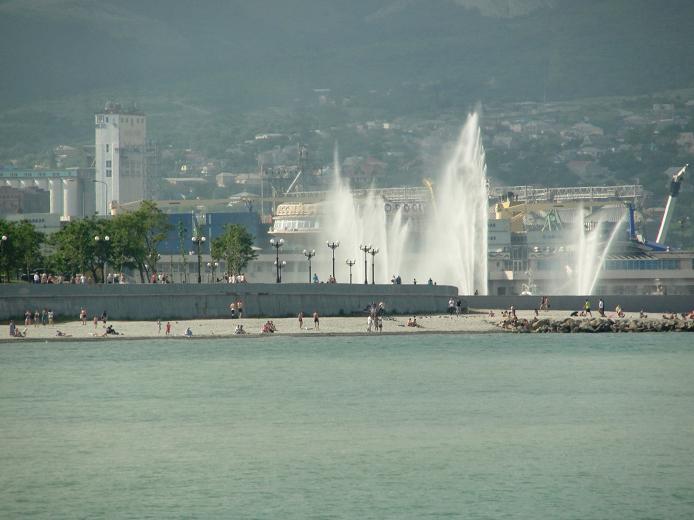 Пляж и фонтаны