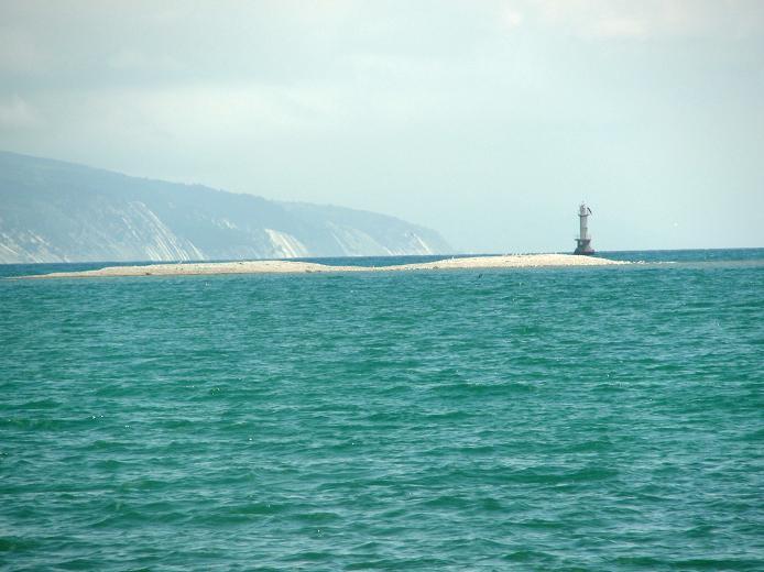 Цемесская бухта Маяк на Суджукской косе