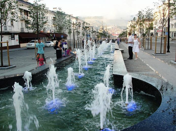 Аллея фонтанов с подсветкой
