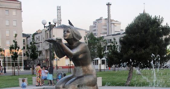 Скульптура Дарящая воду