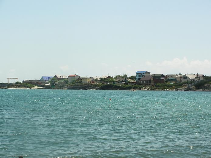 Вид с бухты на поселок