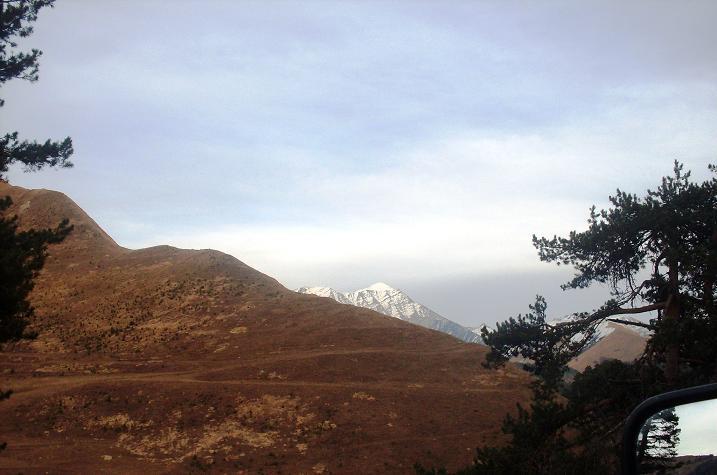 Вечные снега на вершинах гор